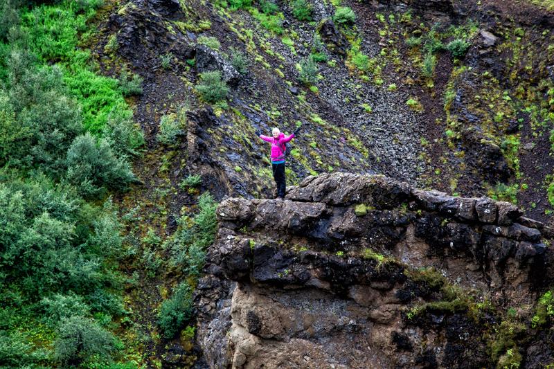 Glymur - Katharina auf der Klippe