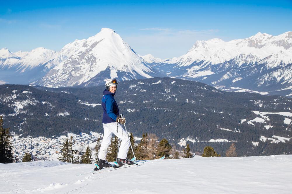 Katharina beim Ski fahren in Seefeld