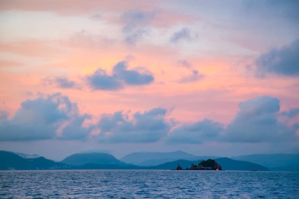 Sonnenaufgang in der Andamanensee