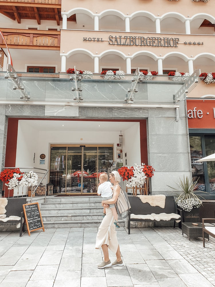 Eingang vom Hotel Salzburger Hof